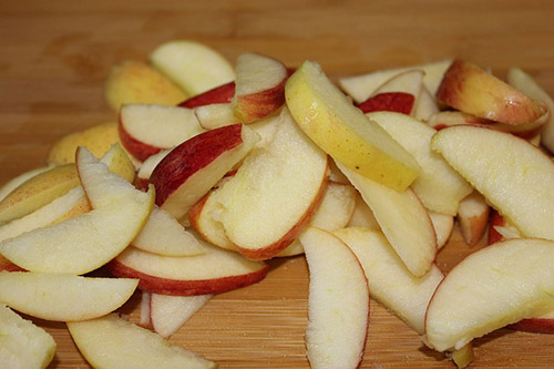 slice or dice apples for spiced pickled apple recipe infused with bourbon